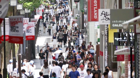 Urban crowd (crowd, crowd, shopping, cityscape) pan Stock Video Footage