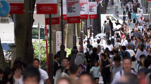 Urban crowd (crowd, crowd, shopping, cityscape)pan Footage