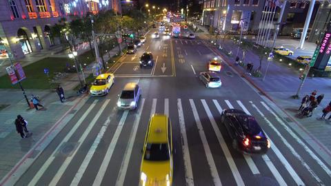 Busy street traffic at night in Taipei, Taiwan 影片素材