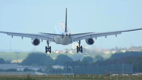 Airbus 330 landing Live Action