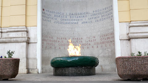 The Eternal flame memorial in Sarajevo Bild