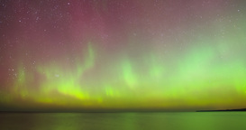 Time lapse pan of Aurora Borealis (Northern Lights) 画像