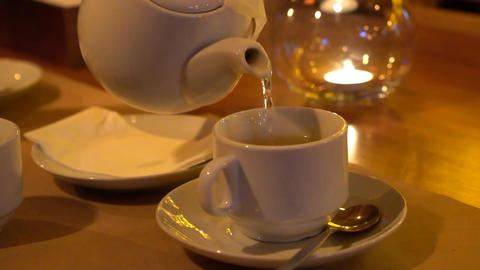 Slow Motion: Hot Tea Flowing To A Tea Cup From A Teapot - Close Up Slow Motion ビデオ