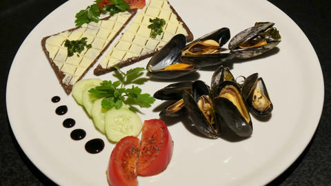 11843 gourmet mussels rotating 4k Live Action