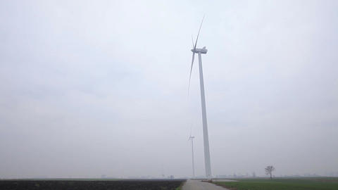 Two Wind Turbines Seen From the Side ビデオ