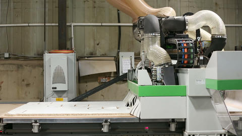 Milling and sawing machine for processing wood Footage