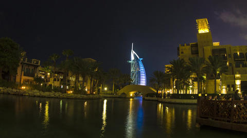 UAE Dubai Burj Al Arab, Souk Madinat Look Night ビデオ