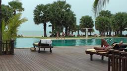 Thailand Pattaya 005 ravindra beach resort, ocean behind swimming pool Footage