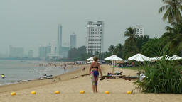 Thailand Pattaya 021 ravindra beach resort, the shore with skyline Footage