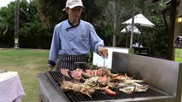 Thailand Pattaya 031 ravindra beach resort, preparing grilled seafoods ビデオ