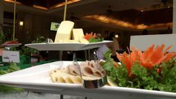 Thailand Pattaya 034 ravindra beach resort, close up of snack on buffet ビデオ