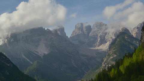 11823 time lapse duerrensee and mount cristallo dolomites zoom ビデオ