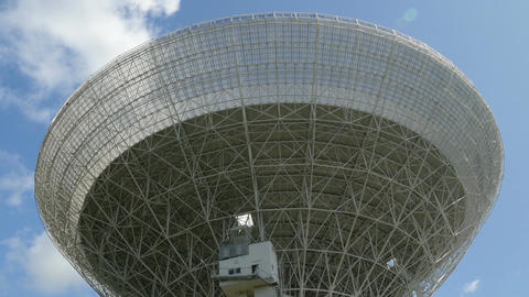 11832 tilt zoom huge radio telescope close Filmmaterial