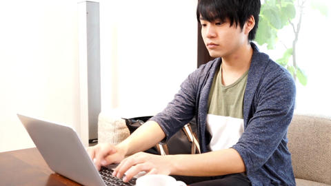 Man working at a cafe / pan ライブ動画
