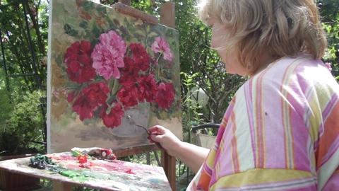 Woman who paints a painting using oil colors 21 Footage