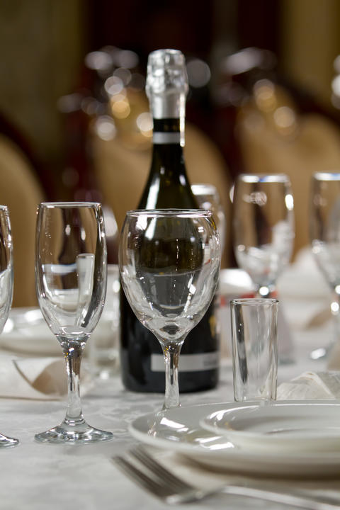 Fine Crystal Table Setting at a Restaurant Foto