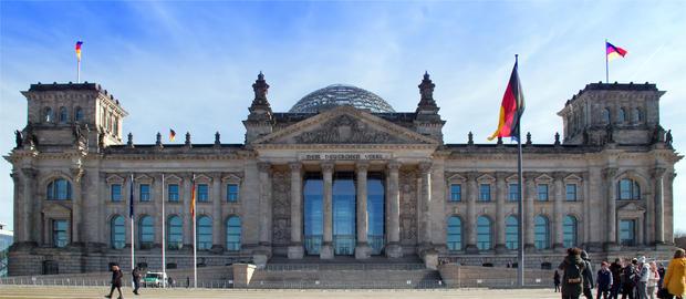 Reichstag with people Berlin Fotografía