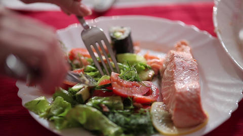 Salmon steak with vegetables Archivo