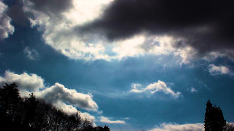 A dark blue sky and clouds Filmmaterial