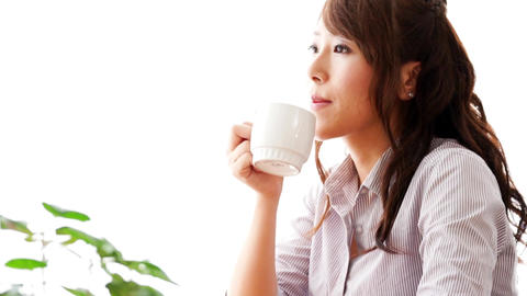 Women drinking hot drinks at a cafe (coffee / tea) ビデオ