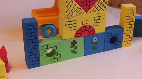 MVI 1409 constructor child collects cubes Live Action
