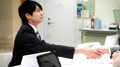 Business image (3 person · male / female · handshake · office)/zoomout Footage