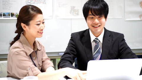 Men and women who work (collaborative work / colleagues / new recruits) ライブ動画