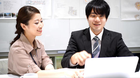 Men and women who work (collaborative work / colleagues / new recruits) Slow mot ライブ動画