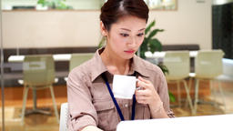 Women who drink coffee (work / desk work) / pan ライブ動画