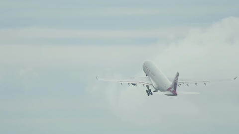 Qatar Airbus 330 take off Live Action