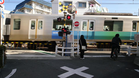 V-formation railway crossing of Seibu Ikebukuro line Live Action