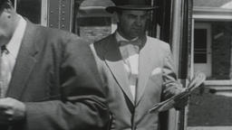 USA 1950s: People Exit Bus Filmmaterial