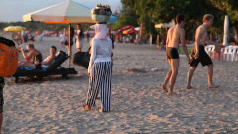 Bali Woman in Kuta Beach Bali Filmmaterial