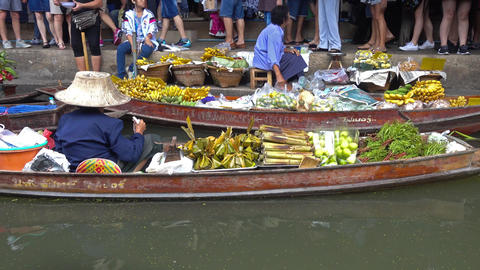 Damnoen Saduak floating market in Thailand Footage