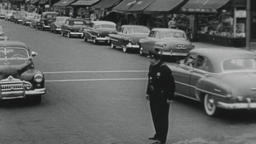 4K USA 1950s: Angry Small Town Cop Directs Traffic Filmmaterial