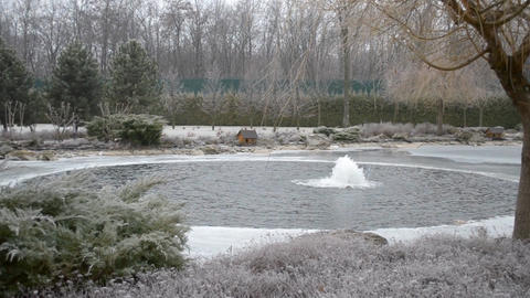 Small fountain in winter Filmmaterial