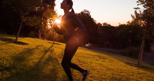 Athletic Woman Running Slow-Motion Filmmaterial
