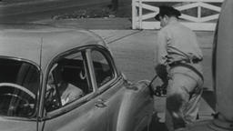 4K USA 1950s: Gas Station Attendant Fills Gas Tank, Washes Windshield Filmmaterial