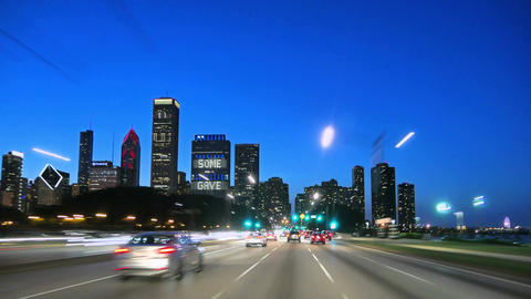 Downtown Chicago at Sunset Driving at Full Speed Camera Car 圖片