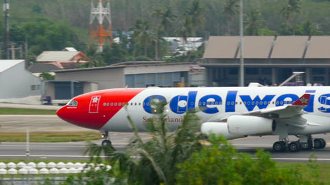 Edelweiss Airbus 340 accelerate Live Action