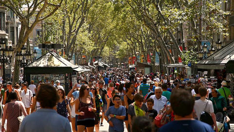 Crowd Of People Walking On La Rambla Central Street In Barcelona Footage