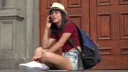 Student Using Phone ビデオ