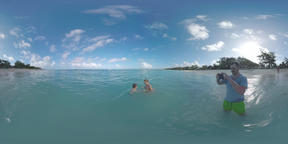 360 VR Family having fun in the ocean during vacation in Mauritius Filmmaterial