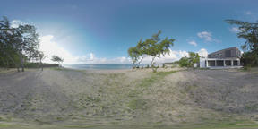 360 VR View of ocean, couple on the beach and house on Mauritius coast Archivo