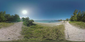 360 VR Mauritius view with ocean, beach and walking family ビデオ