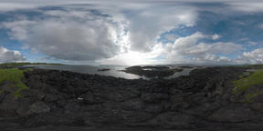 360 VR Timelapse of cloudy sky and ocean waves. View from Mauritius rocky coast Filmmaterial