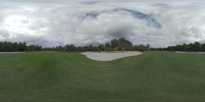 360 VR Scene of green empty golf course with palms around, Mauritius Archivo