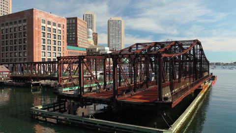 Boston skyline and Northern Avenue Bridge 画像