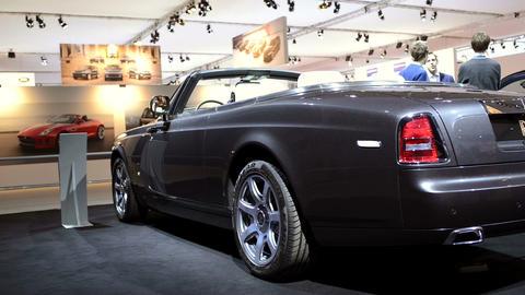 Rolls Royce Phantom Drophead Coupe interior Footage