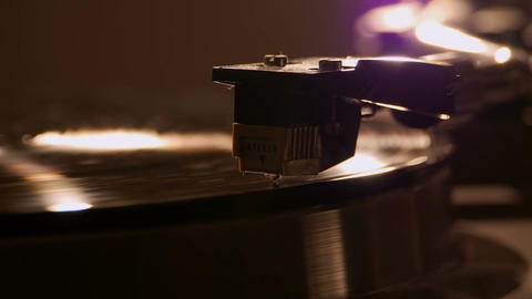 Playing vinyl plate on the adapter Filmmaterial